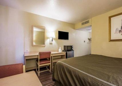 Book Now Rodeway Inn Memphis (Memphis, United States). Rooms Available for all budgets. Free Wi-Fi cable TV and a seasonal outdoor pool keep guests entertained at the Rodeway Inn Memphis. The two-floor exterior-corridor Rodeway Inn is home to 75 budget-friendly r