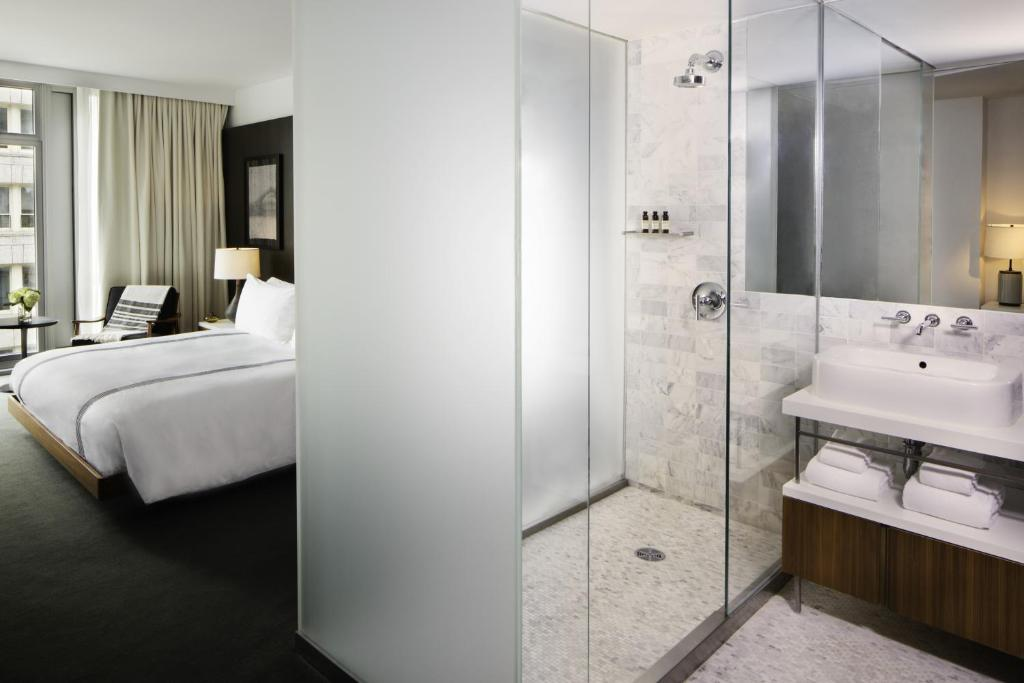 Book Now Smyth A Thompson Hotel (New York City, United States). Rooms Available for all budgets. On-site dining free Wi-Fi and a superb TriBeCa location add value for our guests at the non-smoking Smyth a Thompson Hotel. The nine-story Smyth graces its 100 stylish rooms w