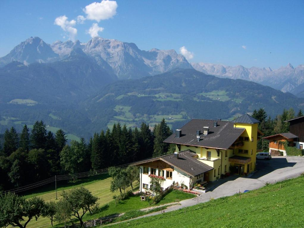 Family Room with Mountain View (2 Adults + 2 Children) Ferienhotel Garni Samerhof