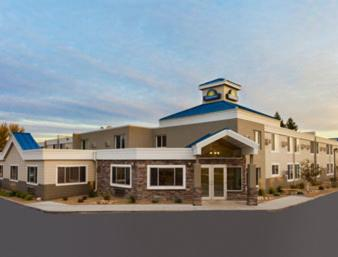 Book Now Days Inn Bismarck (Bismarck, United States). Rooms Available for all budgets. Free Wi-Fi and a location one mile from the capitol are a few of the highlights that make the Bismarck - Days Inn one of the most popular hotels with our guests in the area. F