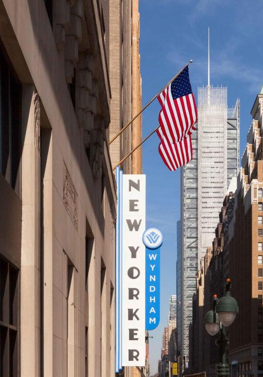 Book Now Wyndham New Yorker Hotel (New York City, United States). Rooms Available for all budgets. With flat-screen TVs and a location across from Penn Station the Wyndham New Yorker Hotel gives our guests good value just a few blocks from the Empire State Building. The hot