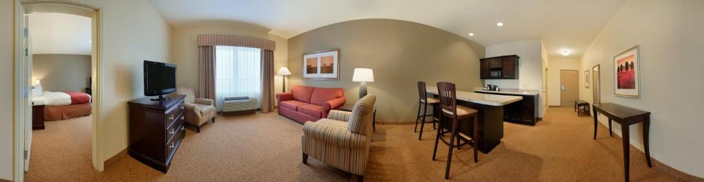 Book Now Country Inn & Suites Oklahoma City North (Oklahoma City, United States). Rooms Available for all budgets. Spacious rooms beautiful decor and free breakfast and Wi-Fi place Country Inn & Suites Oklahoma City North high on the list with our guests. Country Inn & Suites Oklahoma City