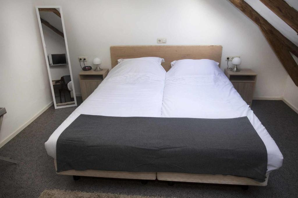 Double Room with Private External Bathroom - Guestroom De Beereshoeve