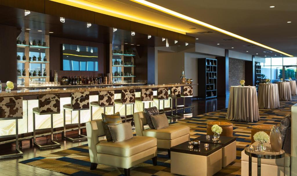 Book Now Renaissance Dallas Hotel (Dallas, United States). Rooms Available for all budgets. A rooftop pool and on-site dining are a few of the reasons why the non-smoking Renaissance Dallas A Marriott Lifestyle Hotel is a hit with business travelers. High ceilings an