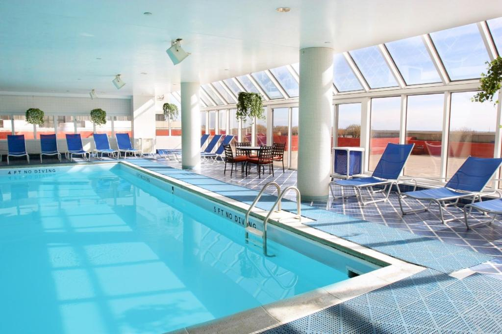 Tropicana casino resort atlantic city nj brighton boardwalk 08401 for Hotels with swimming pools in brighton