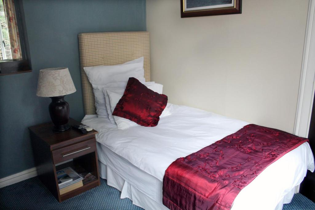 Budget Single Room - Guestroom Silver Oaks Boutique Hotel