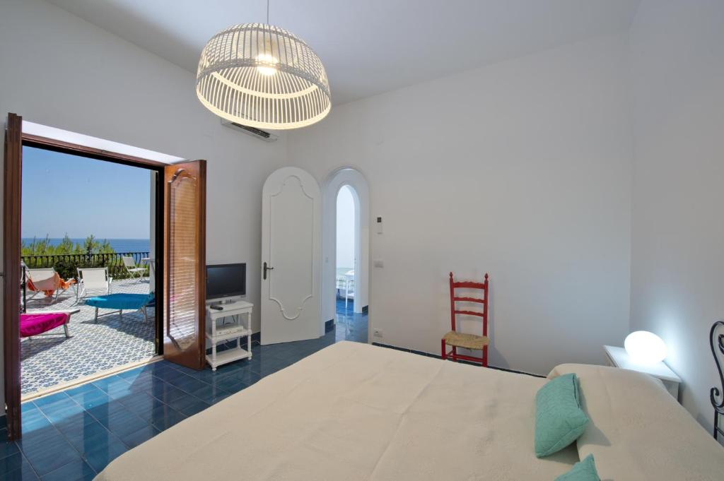 Villa with Sea View - Guestroom La Baia