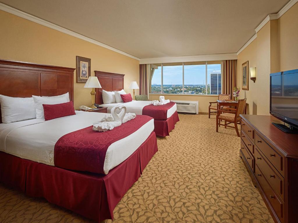 Guestroom Plaza Resort Spa