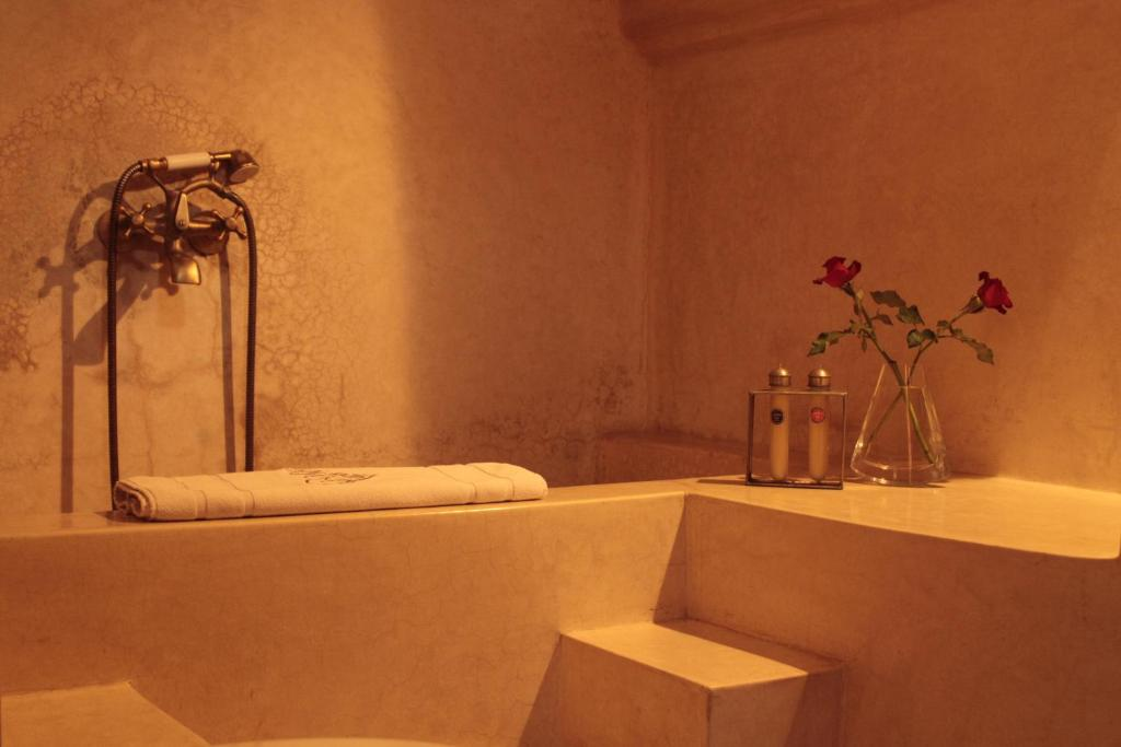 Tataoui Double Room - Bathroom Riad Green Mango & SPA
