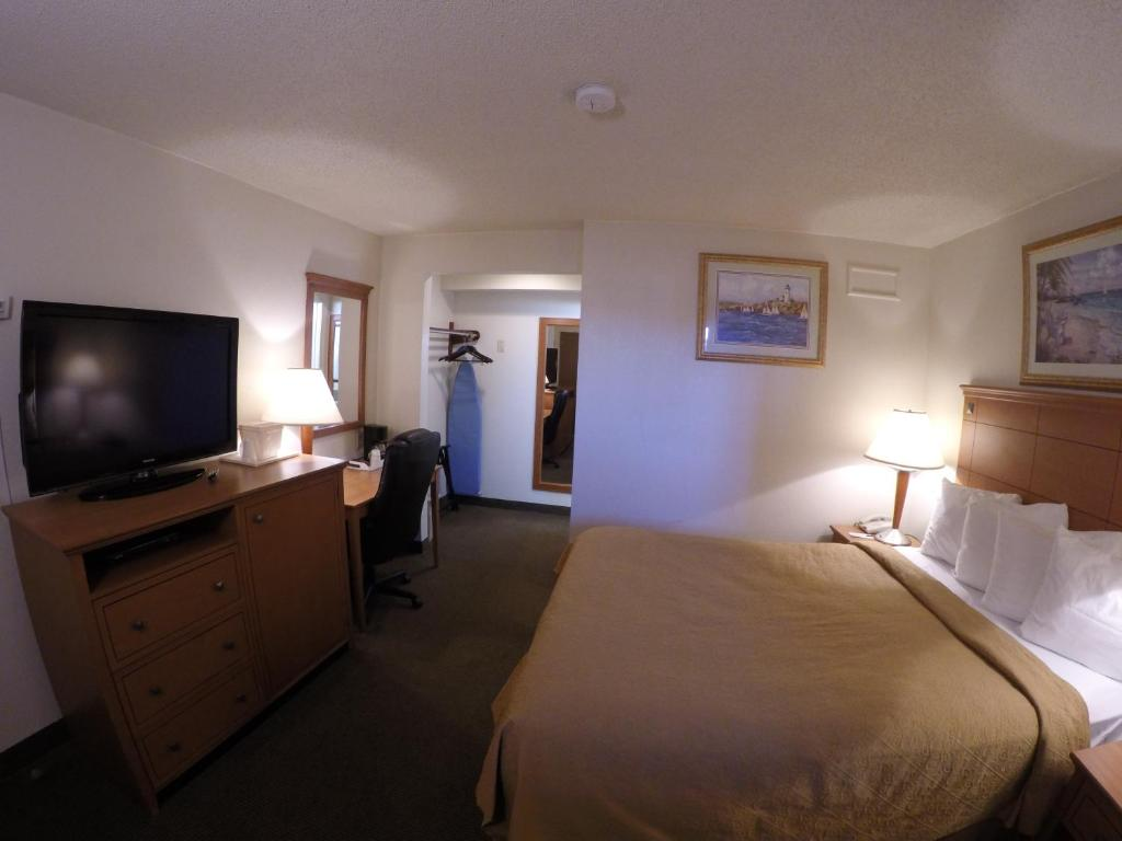 Book Now Rodeway Inn Point Pleasant (Point Pleasant Beach, United States). Rooms Available for all budgets. Free Wi-Fi complimentary breakfast and a seasonal outdoor pool are highlights at the Rodeway Inn Point Pleasant less than a mile from the beach. The two-story hotel provides 3