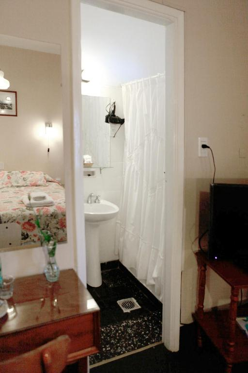 Standard Double Room - Bathroom Hotel Colonial