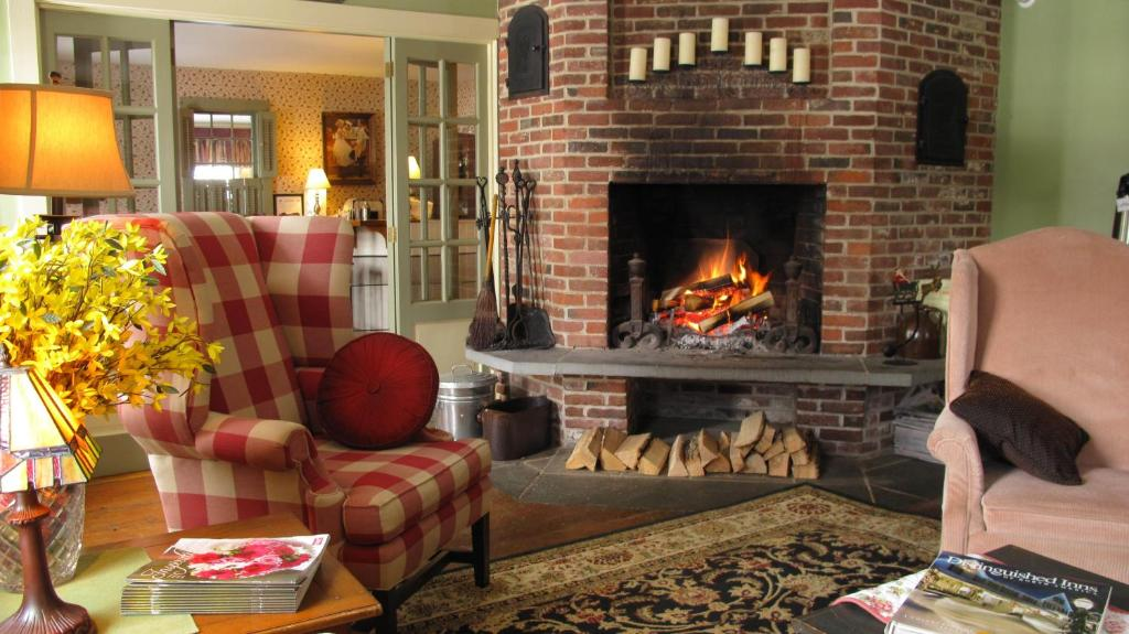 Book Now Christmas Farm Inn and Spa (Jackson, United States). Rooms Available for all budgets. Located in Jackson this historic hotel features a full-service Aveda spa and New England style restaurant. It features an indoor pool hot tub seasonal outdoor pool and is surr