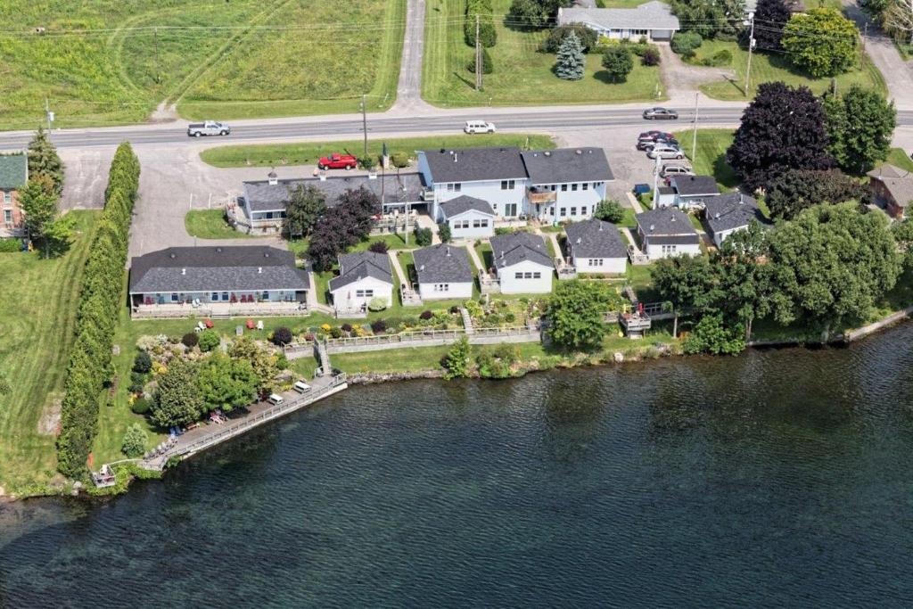 Book Now Dewar's Inn on the River (Prescott, Canada). Rooms Available for all budgets. Located on the shores of the St. Lawrence River this guest accommodation boasts a 300-foot boardwalk in between the river and colourful landscaped gardens. Just 2 km west of P