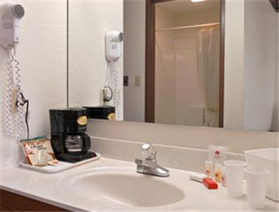 Book Now Ramada Limited - Crawfordsville (Crawfordsville, United States). Rooms Available for all budgets. Two minutes off I-74 with free Wi-Fi free breakfast and a heated indoor pool and hot tub the Ramada Limited Crawfordsville is a favorite hotel among our guests in the area. Ki