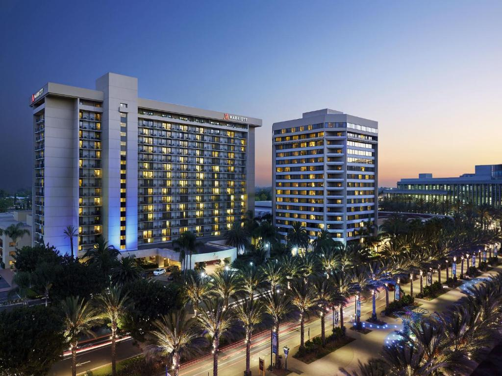 Book Now Anaheim Marriott (Anaheim, United States). Rooms Available for all budgets. Four on-site restaurants a resort-style pool upscale design and a convention center location near Disneyland make the Marriott Anaheim one of the top five Anaheim hotels with