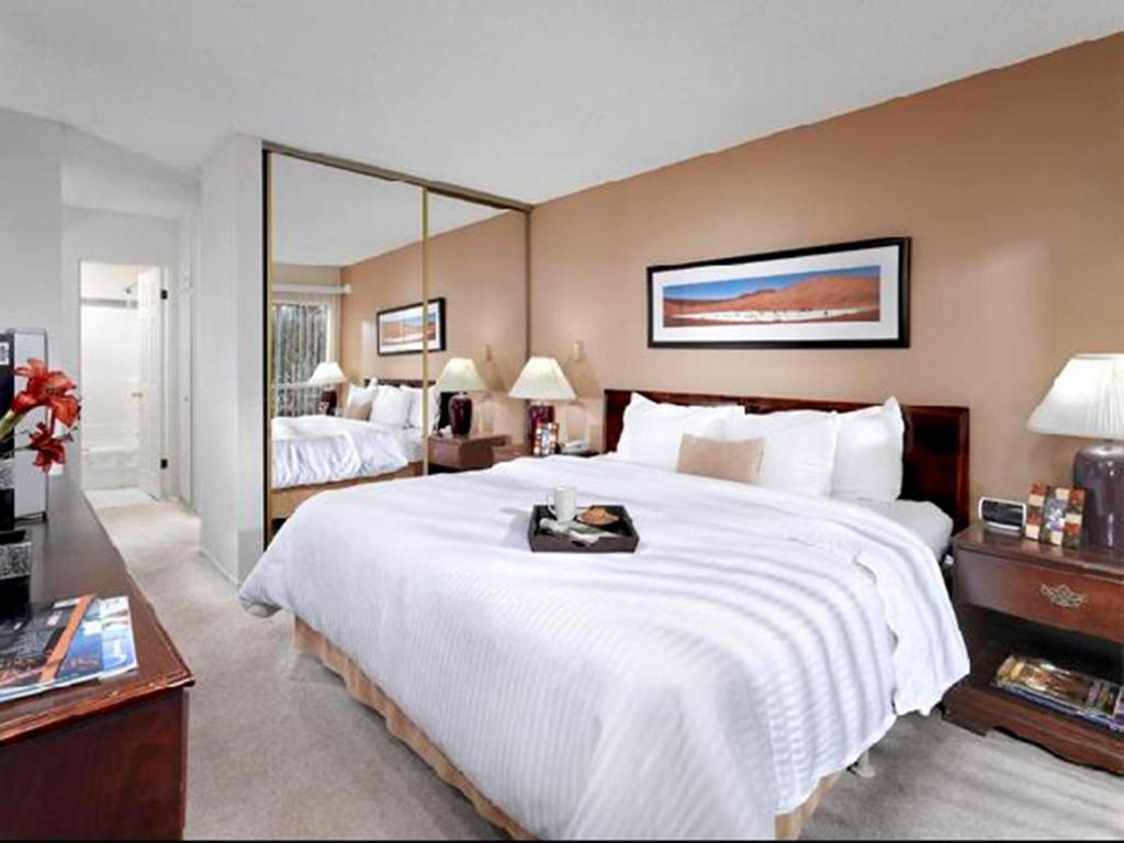 Book Now Oakwood Marina Del Rey (Los Angeles, United States). Rooms Available for all budgets. Located 3 minutes' walk from the beach these stylish Marina Del Rey apartments boast fully equipped kitchens and free WiFi. Guests can enjoy a game of tennis on the on-site co
