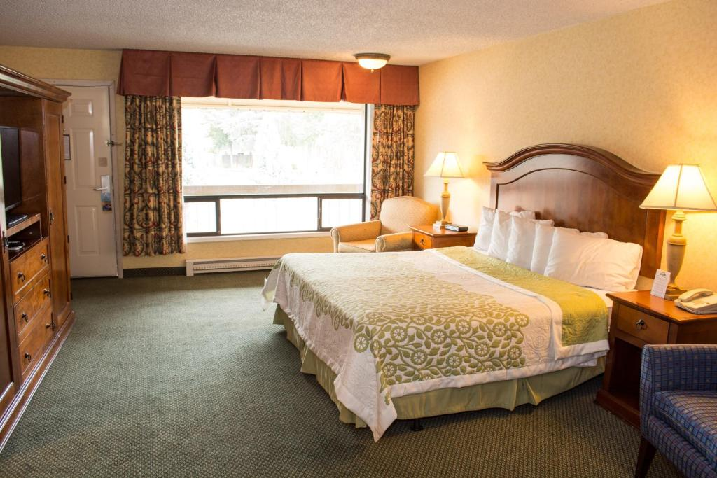 Book Now Days Inn Klamath Falls (Klamath Falls, United States). Rooms Available for all budgets. A budget-friendly price free breakfast and complimentary high-speed internet access make the Days Inn Klamath Falls appealing to our guests. The two-story Days Inn charges a n