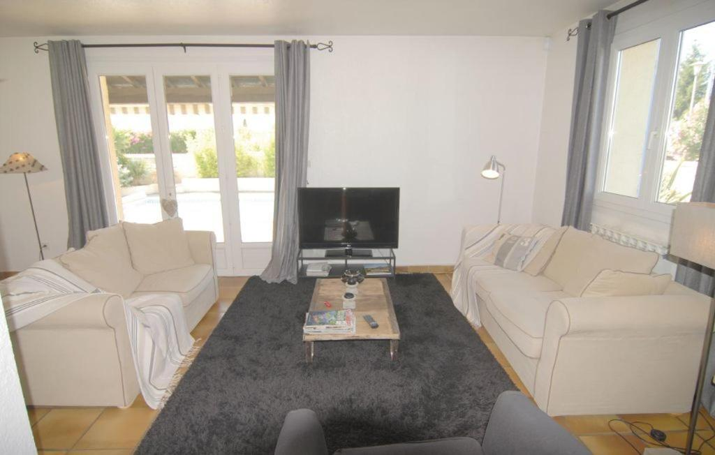 Dört-Yatak Odalı Holiday Home Holiday home Aimargues AB-1297