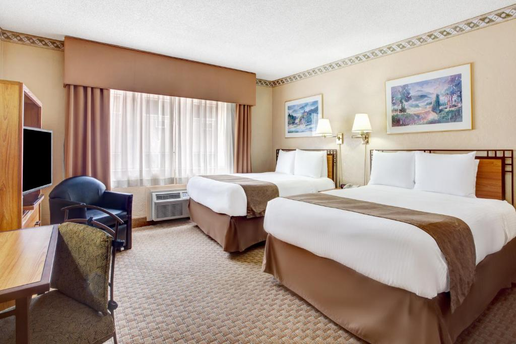 Book Now Travelodge By The Space Needle (Seattle, United States). Rooms Available for all budgets. Free continental breakfast Wi-Fi an outdoor pool and the Space Needle three blocks away are our guests' best friends at the non-smoking Travelodge by the Space Needle. The Tra