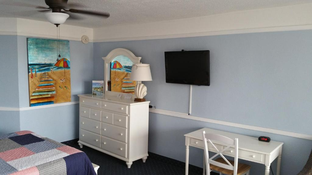 Book Now Coral Sands Oceanfront Resort (Ormond Beach, United States). Rooms Available for all budgets. Featuring an outdoor pool and beach access this hotel is located on the shores of the Atlantic Ocean less than 10 miles from the Daytona Beach Boardwalk. An outdoor heated poo
