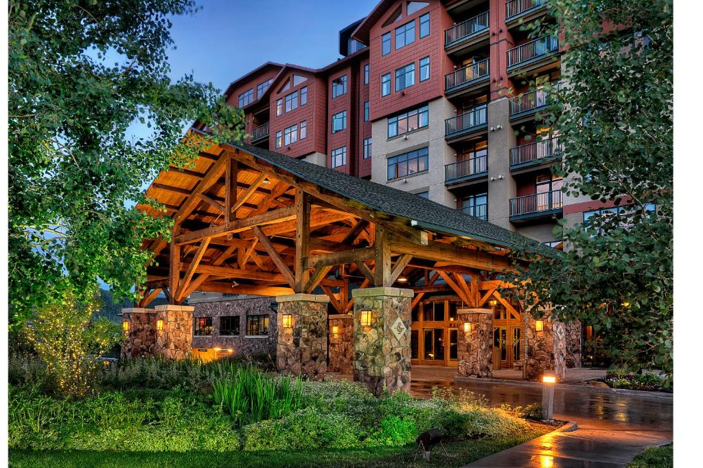 Book Now The Steamboat Grand (Steamboat Springs, United States). Rooms Available for all budgets. Located 5 minutes' walk from Steamboat Ski Area this hotel boasts a year round outdoor pool and hot tub features an on-site restaurant. Ski hire and lift tickets are available