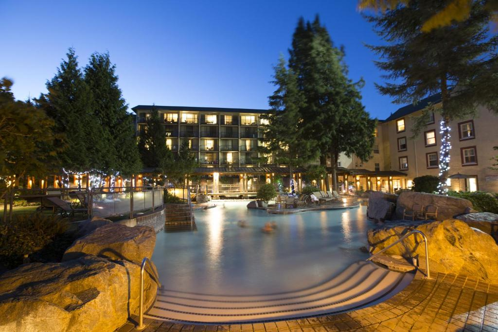Book Now Harrison Hot Springs Resort & Spa (Harrison Hot Springs, Canada). Rooms Available for all budgets. Located on the coast of Harrison Lake this resort offers on-site dining a marina with powerboat rentals and free WiFi. This resort boasts an indoor mineral pool and a large sp