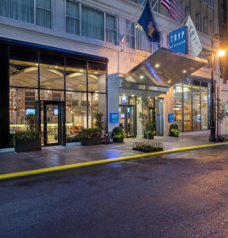 Book Now Tryp Times Square South (New York City, United States). Rooms Available for all budgets. High-tech amenities on-site dining and a location that's a stone's throw from Penn Station make for a hassle-free stay at the non-smoking Tryp Times Square South. All 173 room