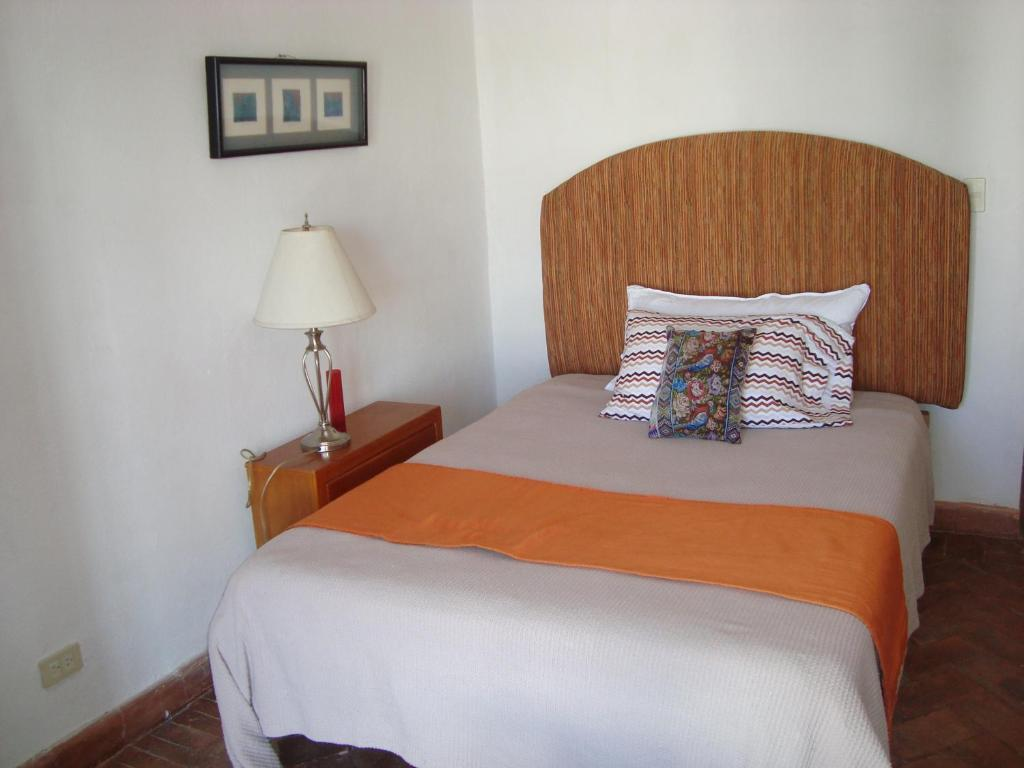 Standard Double Room with Shared Bathroom - Guestroom