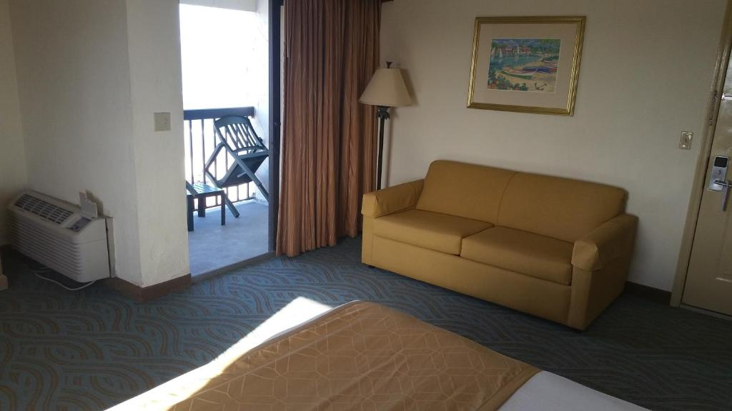 Book Now Tropical Winds Resort Hotel (Daytona Beach, United States). Rooms Available for all budgets. This Daytona Beach hotel is situated on the Atlantic coast and offers direct beach access. It boasts a heated indoor and outdoor pool and offers rooms with a private balcony.
