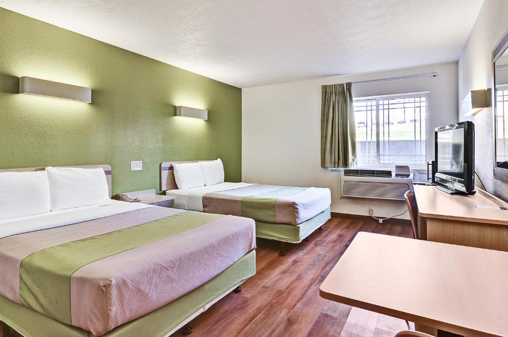 Book Now Motel 6 Pittsburgh Airport (Coraopolis, United States). Rooms Available for all budgets. Near Pittsburgh International Airport and a short drive from local attractions including the city centre this motel features comfortable and pet-friendly guestrooms furnished