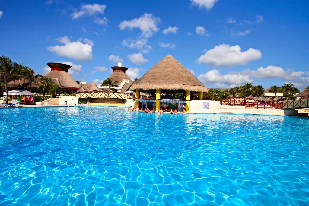 Piscina Bahia Principe Vacation Rentals - Four-Bedroom House