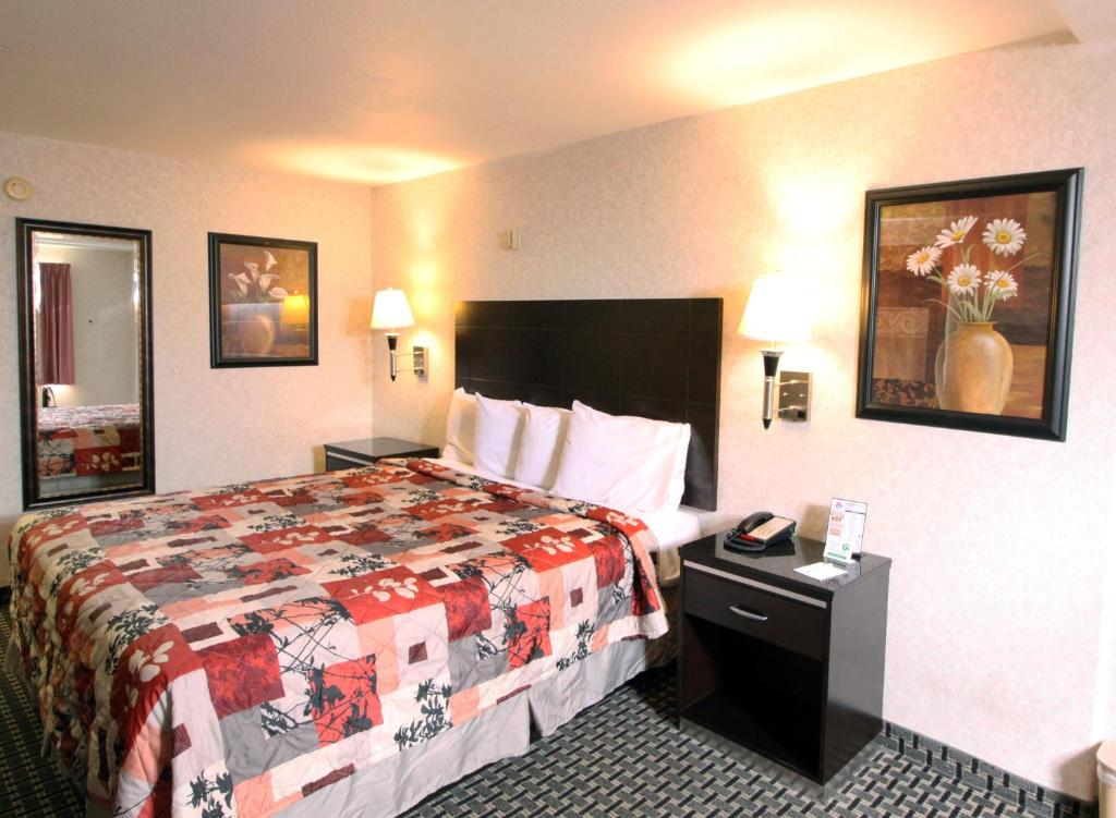 Book Now Sunburst Spa & Suites Motel (Los Angeles, United States). Rooms Available for all budgets. Located 1 mile from Sony Picture Studios and 10 minutes' drive from Venice Beach this Los Angeles motel offers rooms with free Wi-Fi. A hot tub is available on site.Rooms and
