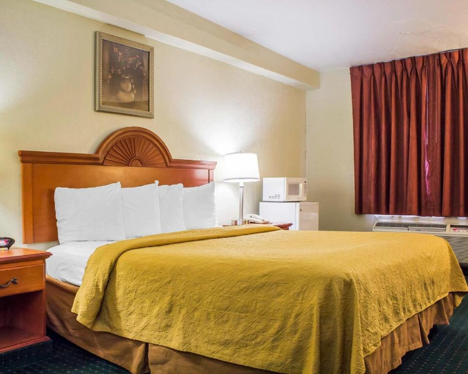 Book Now Quality Inn Airport (Tucson, United States). Rooms Available for all budgets. Free breakfast Wi-Fi parking and airport shuttle plus a convenient location and a heated outdoor pool are among the amenities our guest enjoy at the pet-friendly Quality Inn A