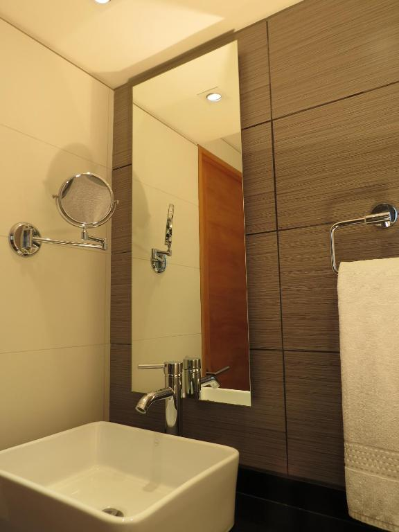 Standard Double Room - Bathroom Hotel Diego de Velazquez