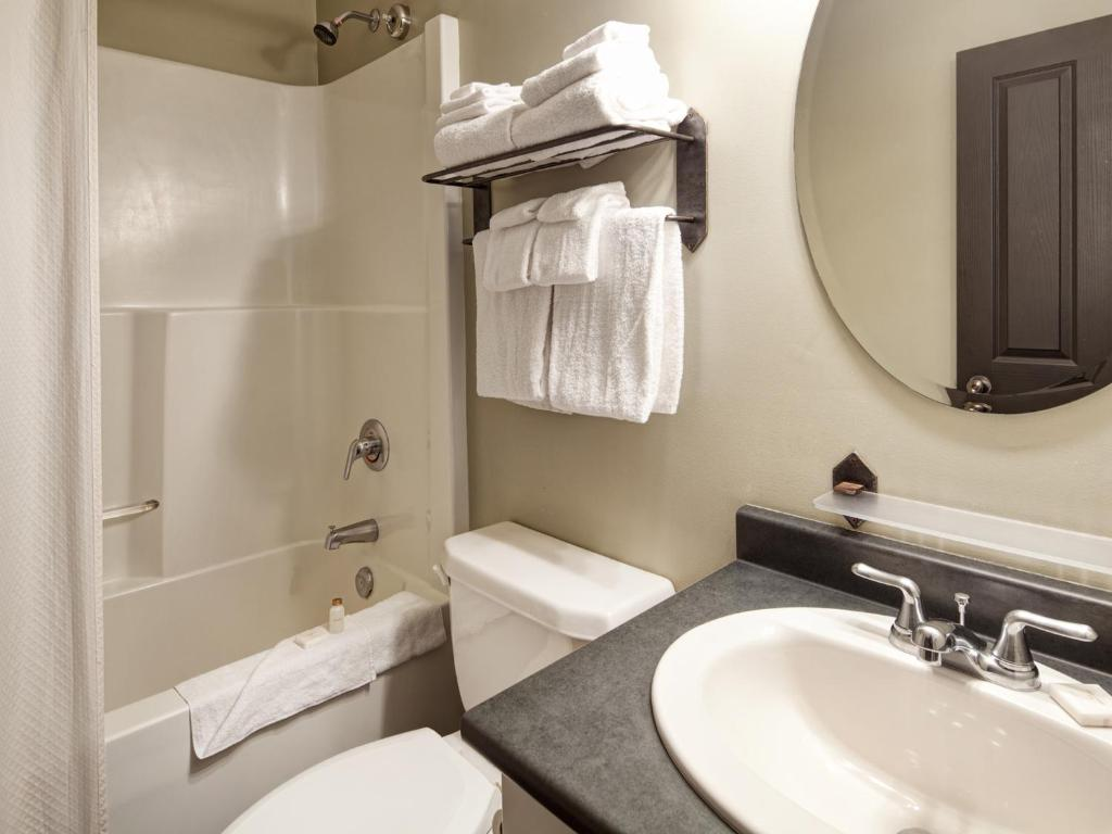 Bathroom Panorama Mountain Resort - Premium Condos and Townhomes
