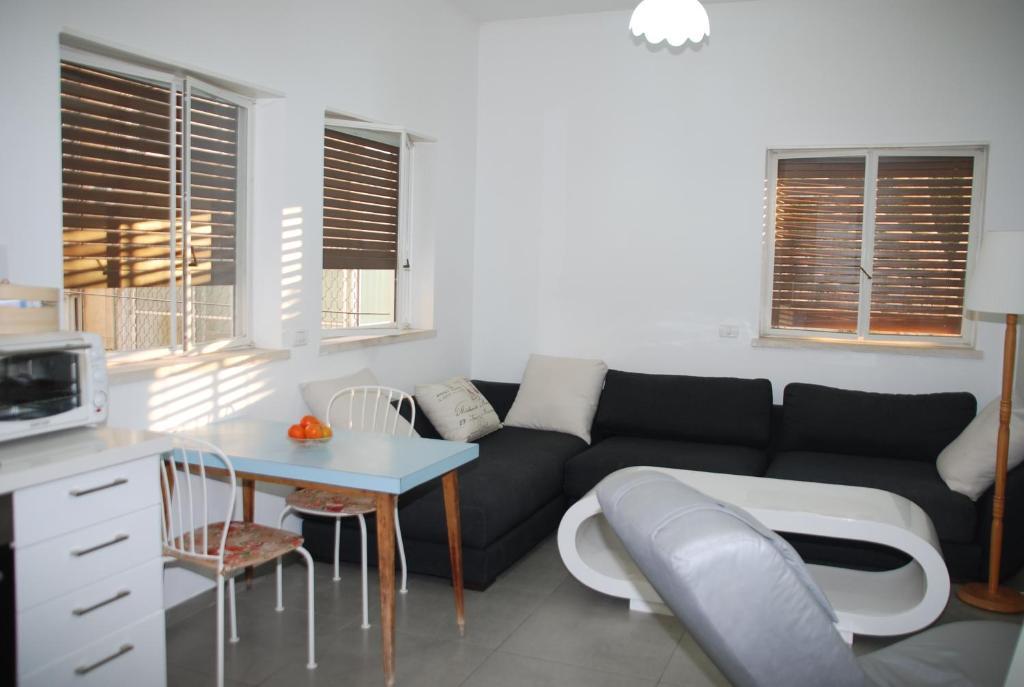 Allenby 32 Apartment 9