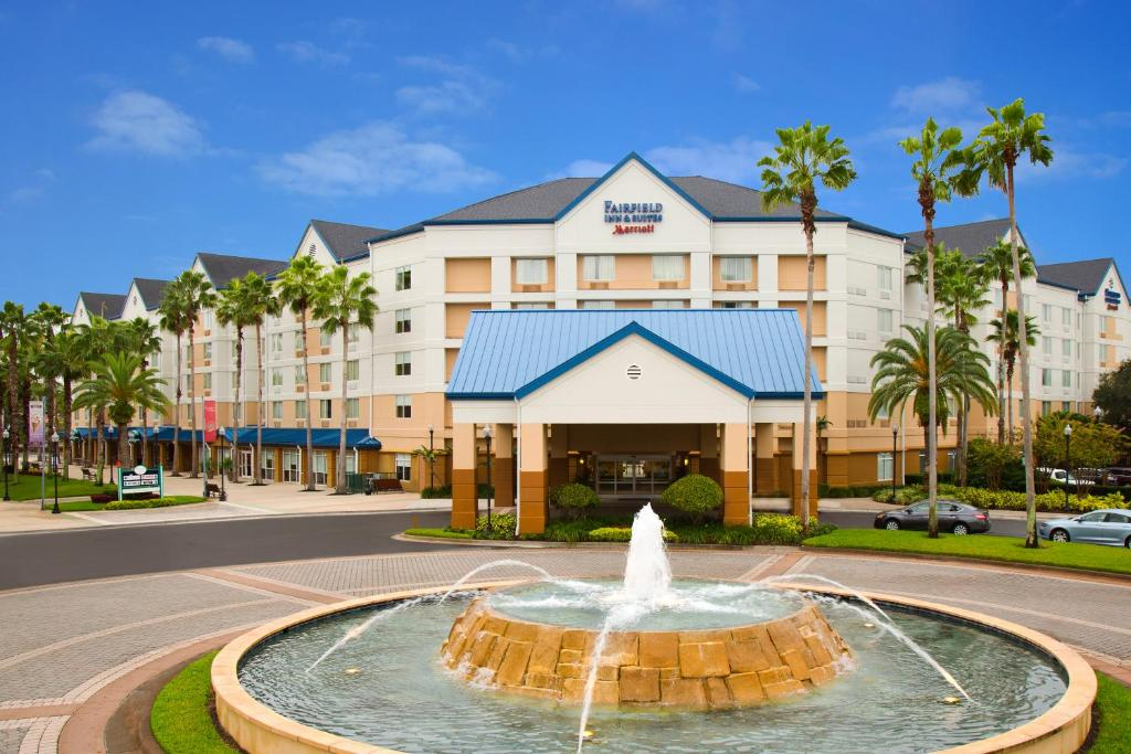 Book Now Fairfield Inn & Suites Orlando Lake Buena Vista Marriott Village (Orlando, United States). Rooms Available for all budgets. The non-smoking Fairfield Inn & Suites by Marriott Orlando Lake Buena Vista in the Marriott Village racks up the points with our guests for its free continental breakfast comp