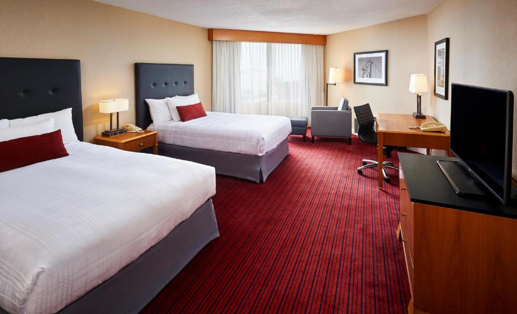 Book Now Best Western Plus Waterfront Hotel (Windsor, Canada). Rooms Available for all budgets. The indoor pool and scenic views of Detroit across the river are accented by a free breakfast and free Wi-Fi at the non-smoking Best Western Plus Waterfront Hotel. All 305 non