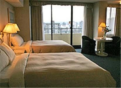 Book Now The Empire Landmark Hotel (Vancouver, Canada). Rooms Available for all budgets. A revolving restaurant full fitness center and rooms with Vancouver views extending to the horizon are yours at the non-smoking Empire Landmark Hotel. Towering 42 floors above