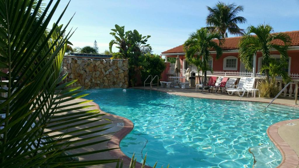 Book Now Blind Pass Resort Motel (St Pete Beach, United States). Rooms Available for all budgets. Set in St Pete Beach 500 metres from St Pete Beach Theatre Blind Pass Resort Motel offers accommodation with barbecue facilities. Every guest of the 3-star property can enjoy