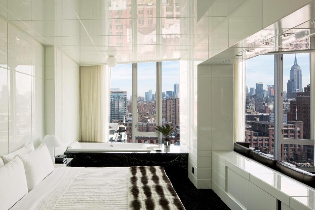 Book Now The Standard High Line New York (New York City, United States). Rooms Available for all budgets. Featuring a roof terrace with a hot tub The Standard High Line New York is located in the Meatpacking District 29 metres from the High Line. Free WiFi access is offered.Every