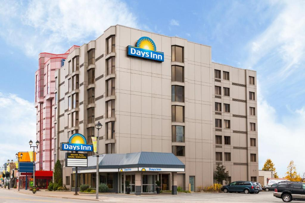 Book Now Days Inn - Near The Falls (Niagara Falls, Canada). Rooms Available for all budgets. Complimentary breakfast a heated pool and free Wi-Fi make the Days Inn Near the Falls a hit with our guests and their families. All 117 rooms on seven floors offer free Wi-Fi