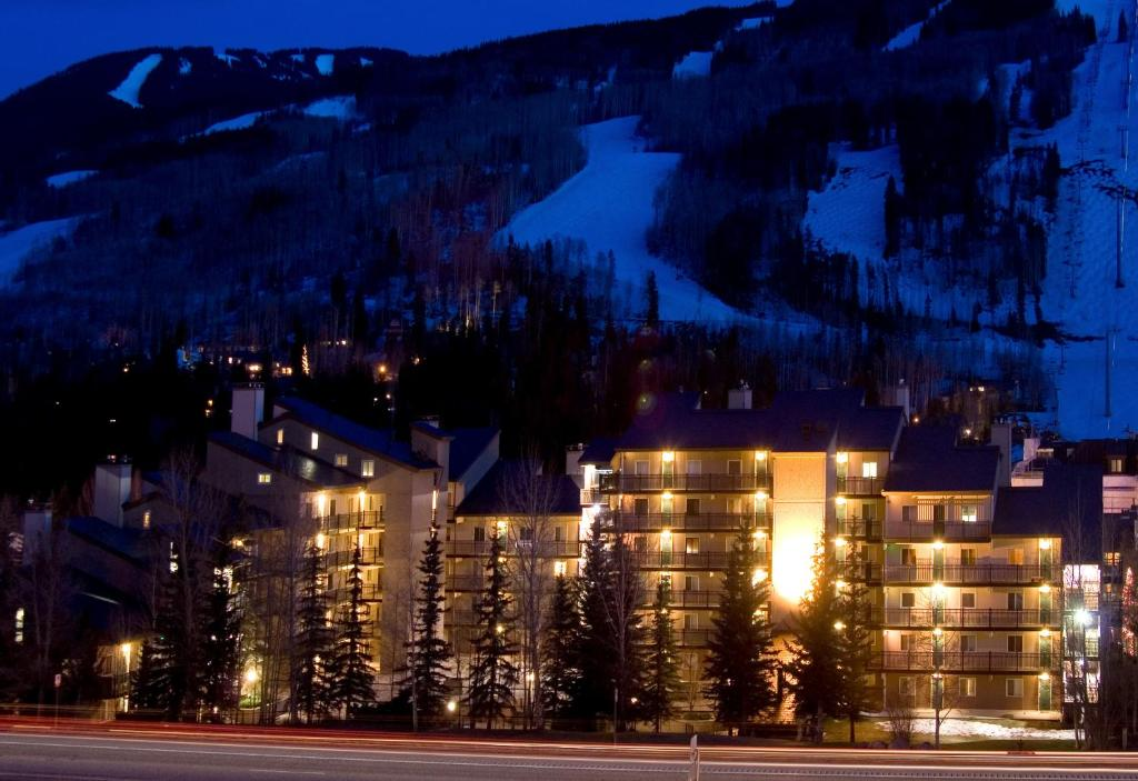 Exterior view Vantage Point Condominiums by Destination Resorts Vail