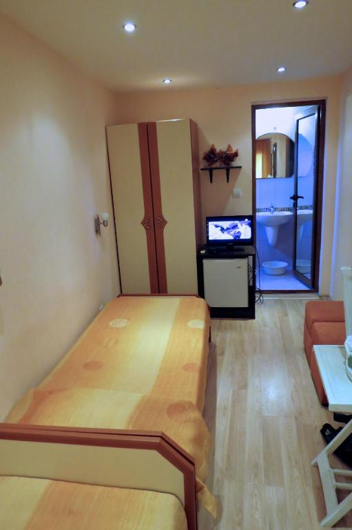 Double or Twin Room with Balcony - Guestroom Family Hotel Lebed
