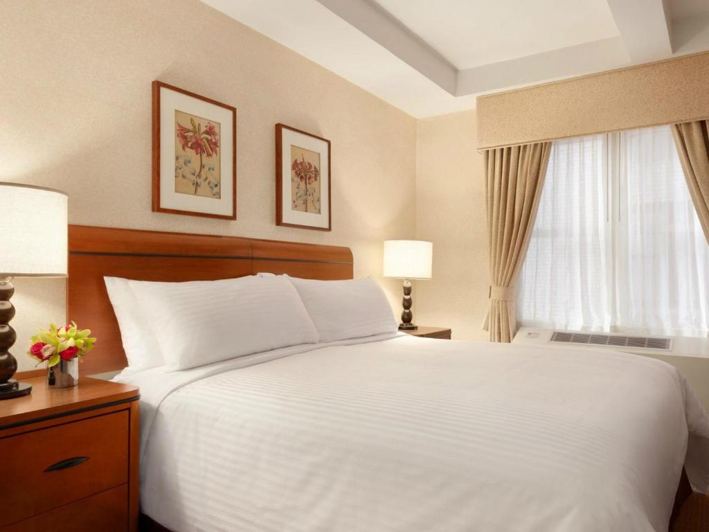 Book Now Hotel Edison New York City (New York City, United States). Rooms Available for all budgets. Traditional charm and 24-hour perks come together in a location steps from the Times Square action at the non-smoking Hotel Edison. Inside the 22-story Hotel Edison a landmark