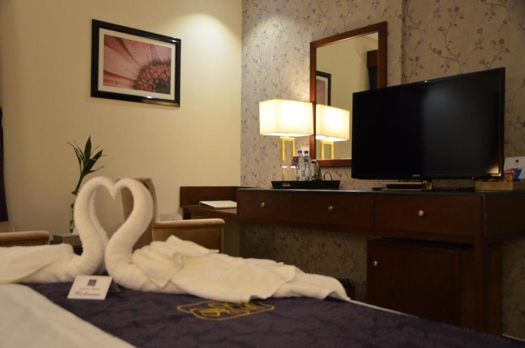 Lavona Hotel - catdays net