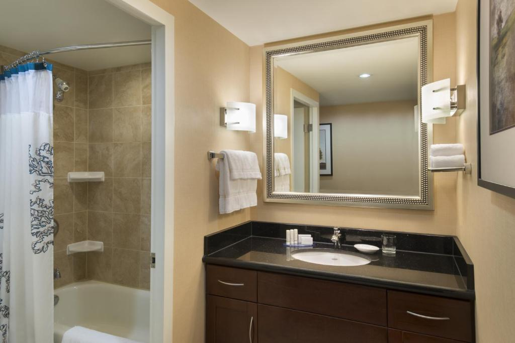 Book Now Residence Inn By Marriott Toronto Downtown/Entertainment Dist. (Toronto, Canada). Rooms Available for all budgets. Complimentary breakfast free Wi-Fi full kitchens indoor swimming and a sweet downtown location steal the show at the non-smoking Residence Inn By Marriott Toronto Downtown/Ent