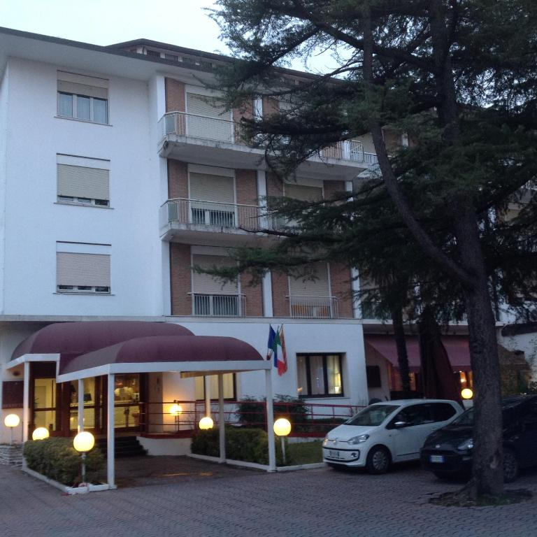 Book Now Hotel La Meridiana (Mogliano Veneto, Italy). Rooms Available for all budgets. La Meridiana offers easy connection to the most beautiful Veneto locations including Venice Treviso and Padua being located in the heart of an area rich in history art and bus