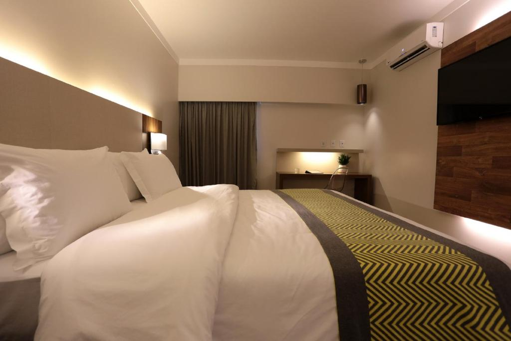 Deluxe Double Room - Bed Oasis Plaza Hotel