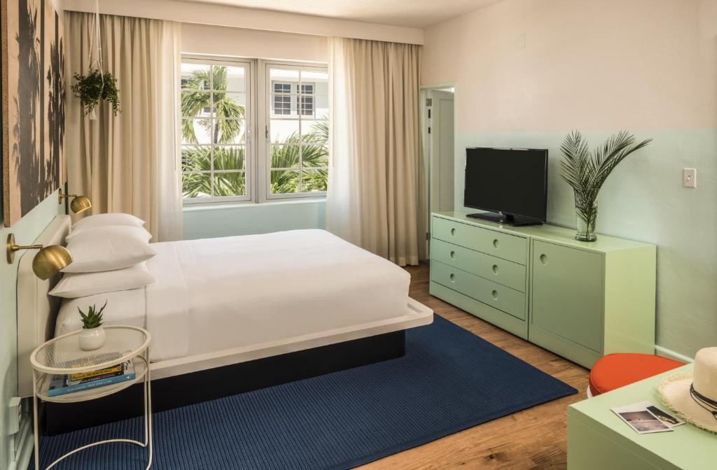 Book Now The Hall South Beach (Miami Beach, United States). Rooms Available for all budgets. Located in the centre of South Beach less than 3 minutes' walk from the beach this art deco hotel offers a large outdoor swimming pool for guests' relaxation.Rooms at The Hall